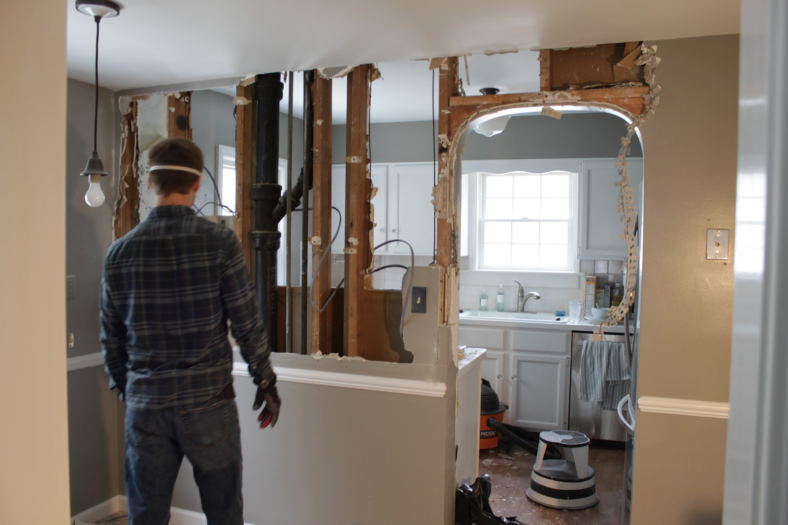 Home remodeling contractors-Wellington Kitchen & Bath Home Remodeling Solutions-We do kitchen & bath remodeling, home renovations, custom lighting, custom cabinet installation, cabinet refacing and refinishing, outdoor kitchens, commercial kitchen, countertops, and more
