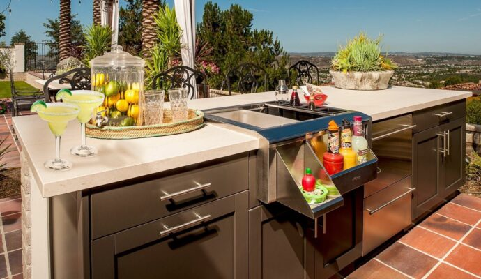Outdoor Kitchens-Wellington Kitchen & Bath Home Remodeling Solutions-We do kitchen & bath remodeling, home renovations, custom lighting, custom cabinet installation, cabinet refacing and refinishing, outdoor kitchens, commercial kitchen, countertops, and more